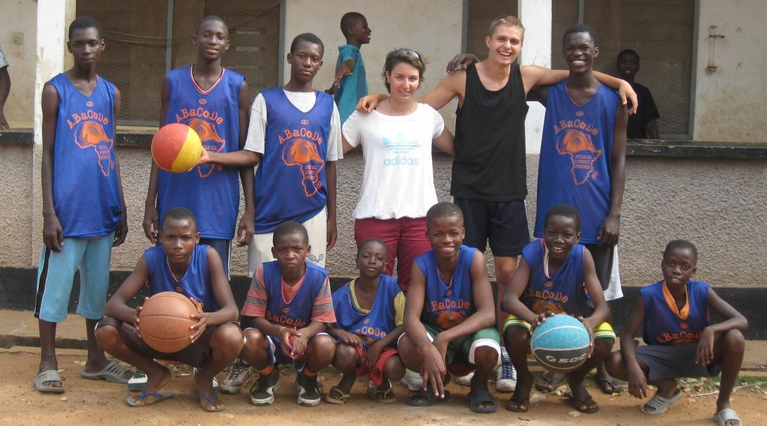 Projects Abroad volunteers teach basketball in Ghana to a local sports team
